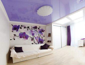 глянцевые натяжные потолки для зала
