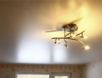 сатиновые натяжные потолки фотография