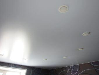 бесшовный натяжной потолок без нагрева