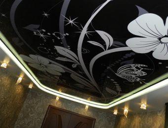 черные натяжные потолки дизайн интерьера