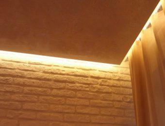 натяжной потолок в спальне фотография