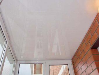 лучший натяжной потолок на балконе фото