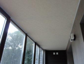 натяжной потолок на балконе без нагрева