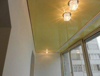 натяжной потолок на балконе полотно