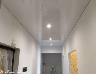 натяжной потолок в коридоре полотно