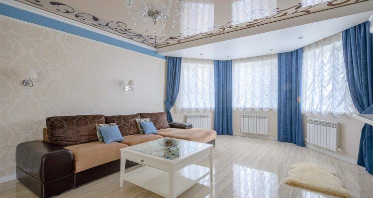Натяжные потолки в гостиной в Москве