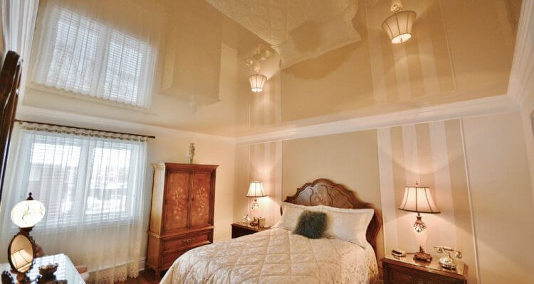 Натяжные потолки в спальне в Москве