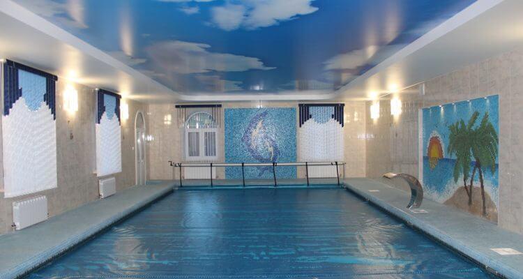 Натяжные потолки в бассейн в Москве