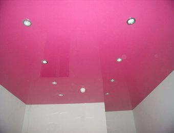 одноуровневый бесшовный натяжной потолок