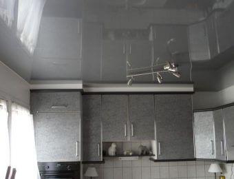 серые натяжные потолки со светодиодами