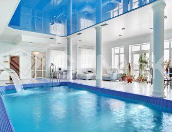 заказать натяжной потолок в бассейне